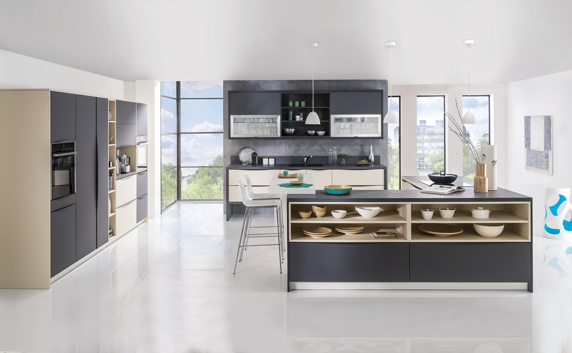 cuisine est rel quip e moderne et sur mesure est rel par teisseire. Black Bedroom Furniture Sets. Home Design Ideas